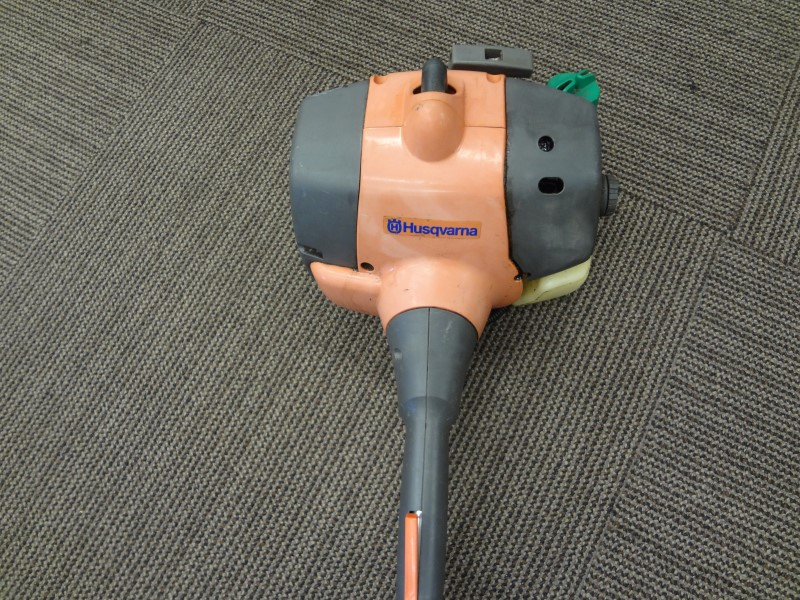 HUSQVARNA 125E 28CC CURVED SHAFT EDGER