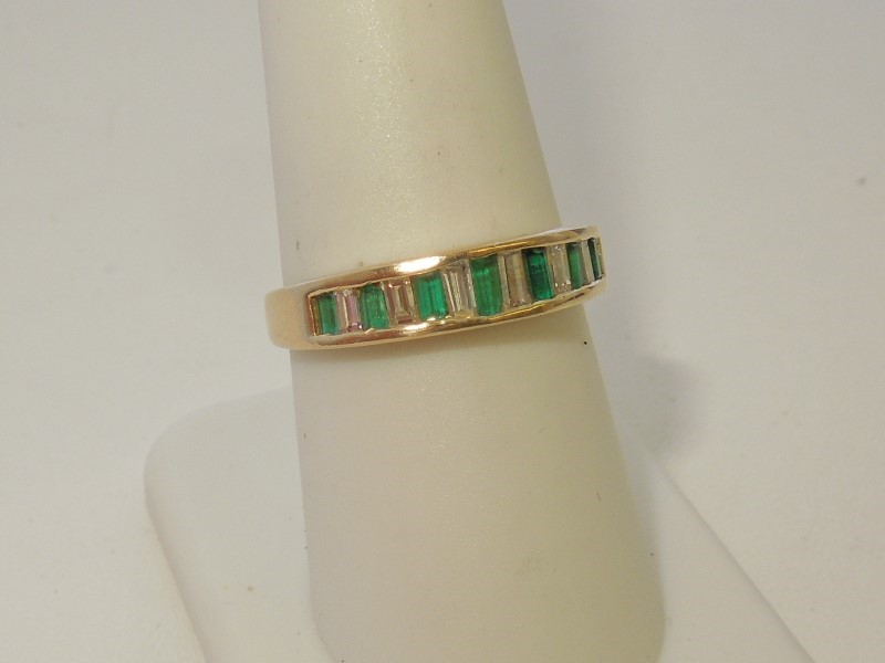 Synthetic Emerald Lady's Stone & Diamond Ring 6 Diamonds .30 Carat T.W.