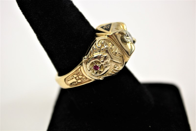 Red Stone Gent's Stone & Diamond Ring .69 CT. 14K Yellow Gold 19.2g Size:12