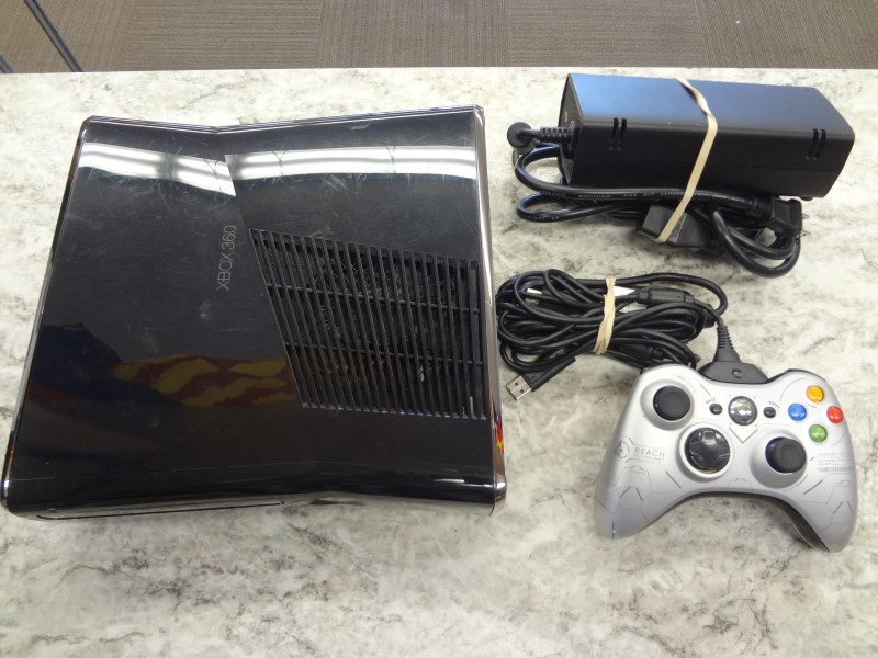 MICROSOFT 1439 250GB XBOX 360 SLIM BLACK WITH ONE CONTROLLER, HDMI & POWER CORD
