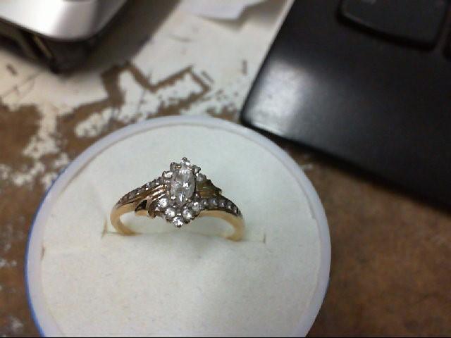 White Stone Lady's Stone Ring 10K Yellow Gold 2g