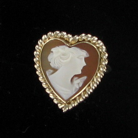 Cameo Lady's Stone Ring 10K Yellow Gold 2.2dwt