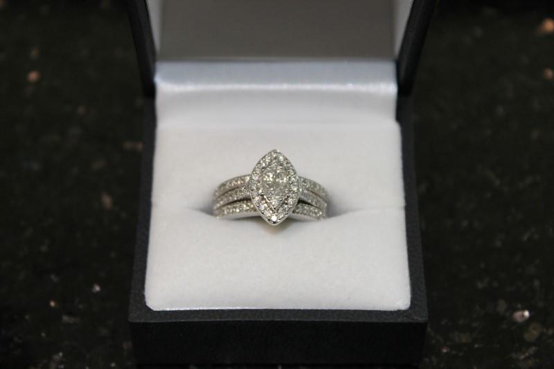 Lady's 10k white gold princess cut illusion with round diamond wed set