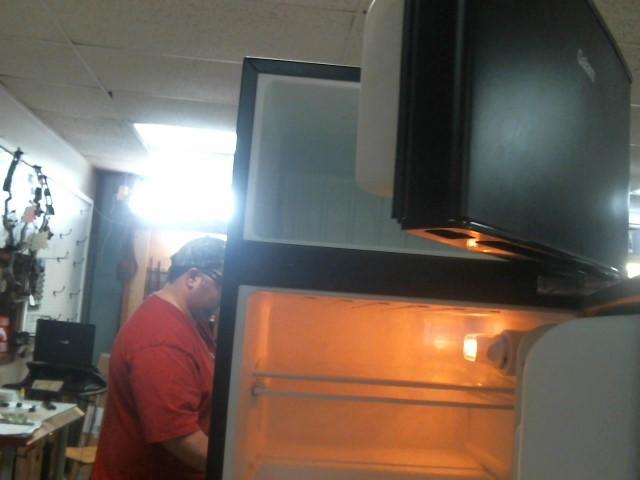 GALANZ Refrigerator/Freezer GL31BK