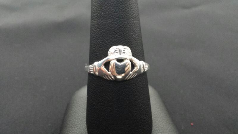 Lady's Claddagh Silver Ring 925
