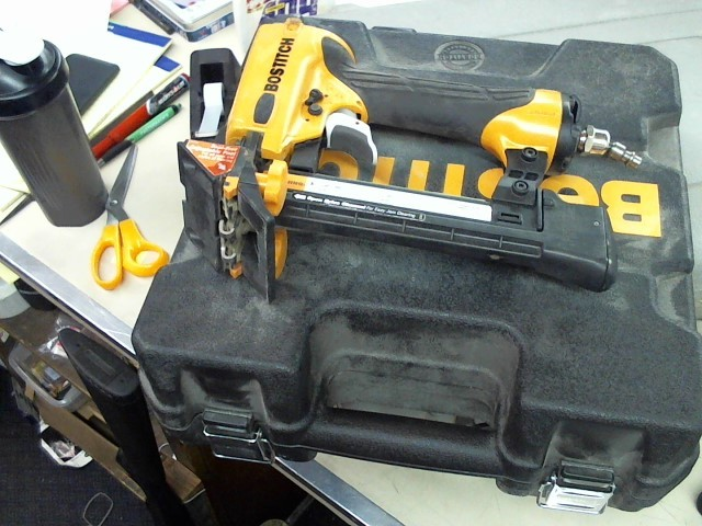 BOSTITCH Nailer/Stapler LHF2025K