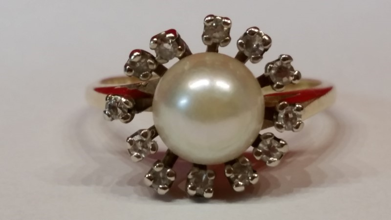 Synthetic Pearl Lady's Stone & Diamond Ring 12 Diamonds .60 Carat T.W.