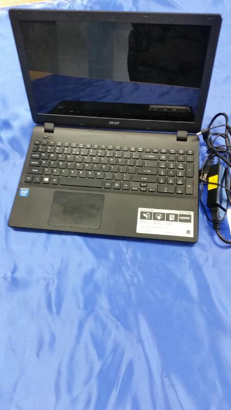 ACER Laptop/Netbook ES1-512-C88M