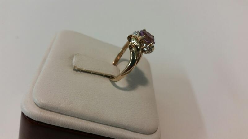 10k Yellow Gold Ring with 1 Purple Stone and 2 Diamond Chips - 1.3dwt - Size 7