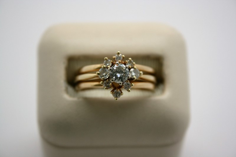 LADY'S FASHION DIAMOND WEDDING RING 14K YELLOW GOLD