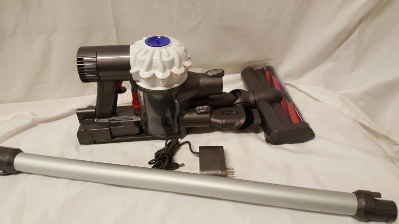 DYSON Vacuum Cleaner V6 MOTORHEAD