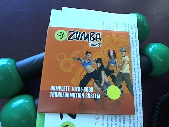 ZUMBA FITNESS DVD SET W/DUMBELLS