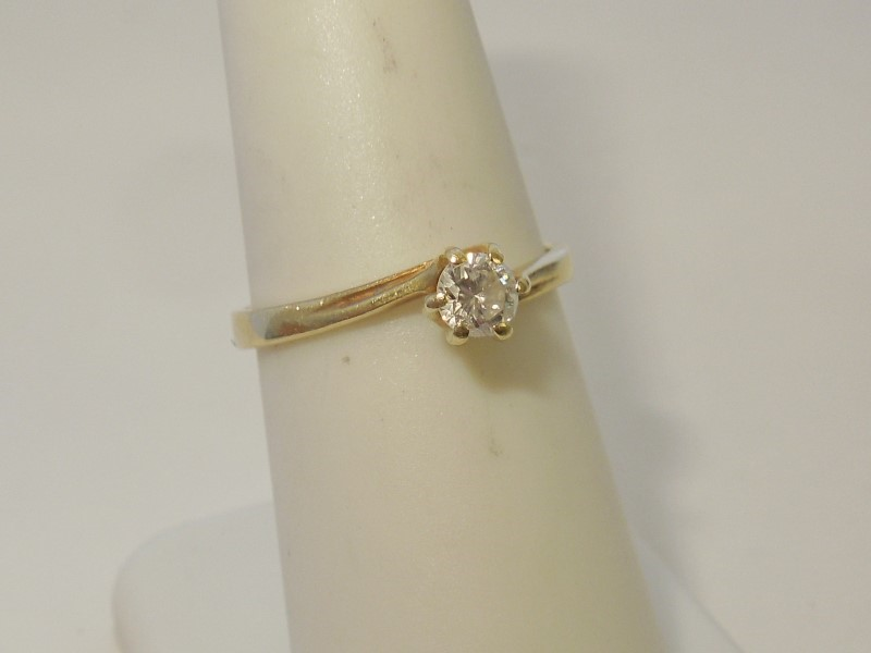 Lady's Diamond Solitaire Ring .20 CT. 14K Yellow Gold 2g Size:7