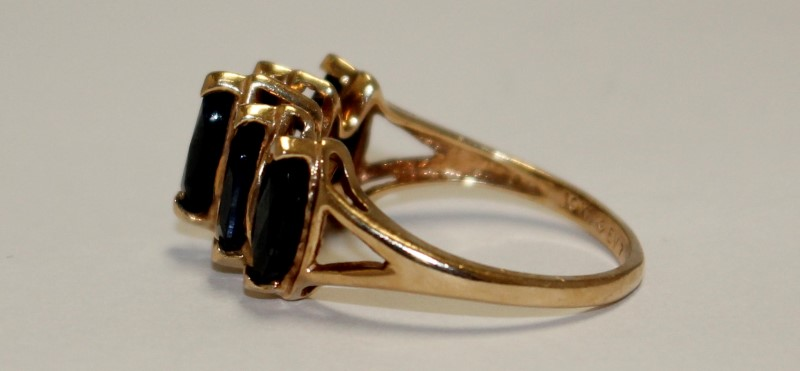 Sapphire Lady's Stone Ring 10K Yellow Gold 3.38g