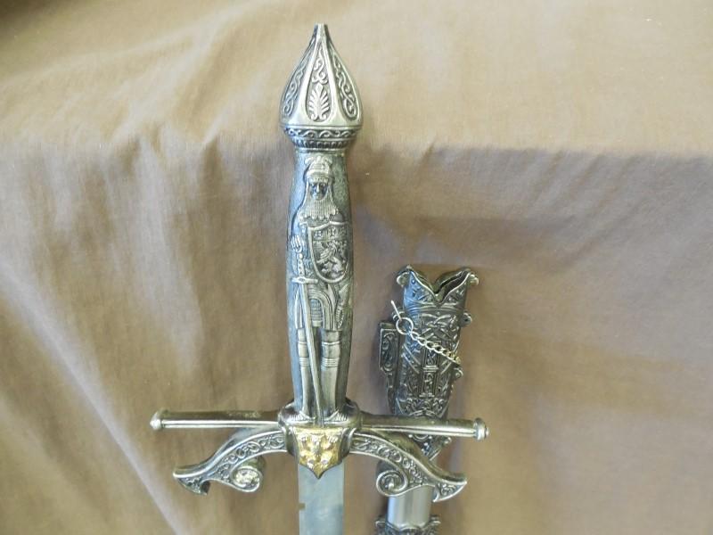 KNIGHT SWORD W/SCABBARD