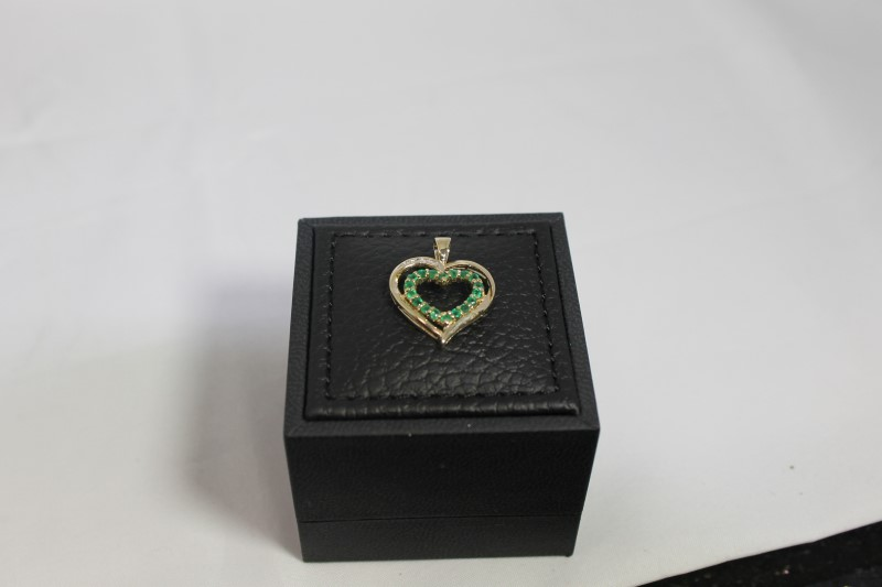 LADY'S 10K YELLOW GOLD GENIUNE RD EMERALD WITH 4 RD DIA HEART PENDANT