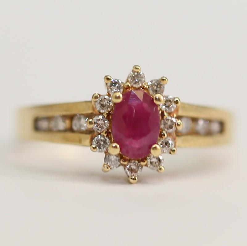 10K Y/G Star Shaped Oval Cut Ruby & Brilliant Diamond Ring Size 7