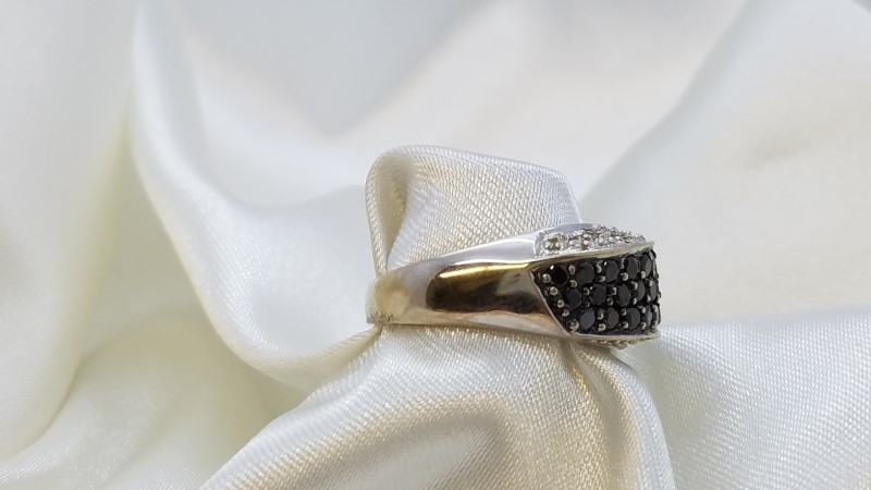 Lady's Diamond Fashion Ring 46 Diamonds 1.26 Carat T.W. 14K White Gold 5.9g