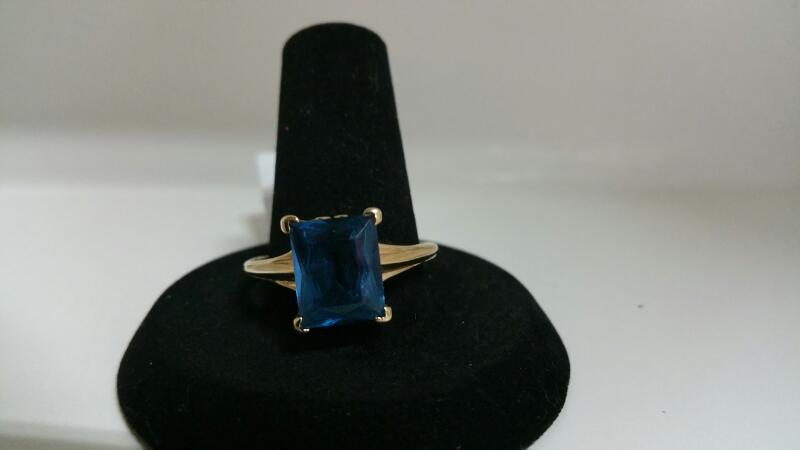 BLUE STONE(S) Blue Stone Lady's Stone Ring 14K Yellow Gold 2.1dwt