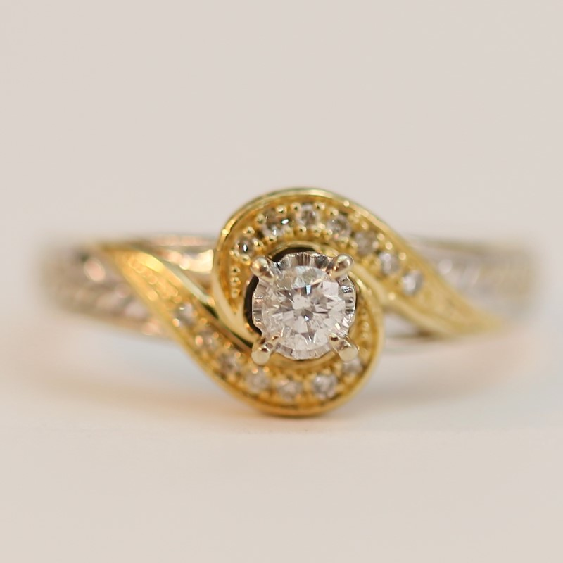 Twising 10K W/G Round Brilliant Diamond Solitaire Ring Size 7.75