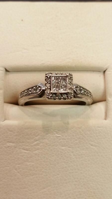 Lady's Gold Ring 10K White Gold 1.4dwt