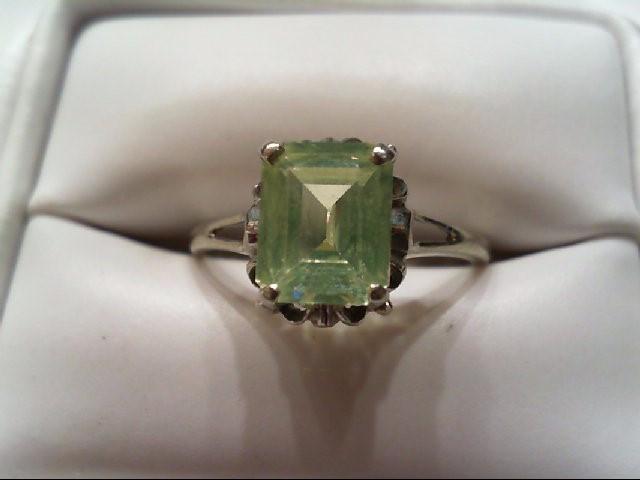 Lady's Gold Ring 10K White Gold 1.7g