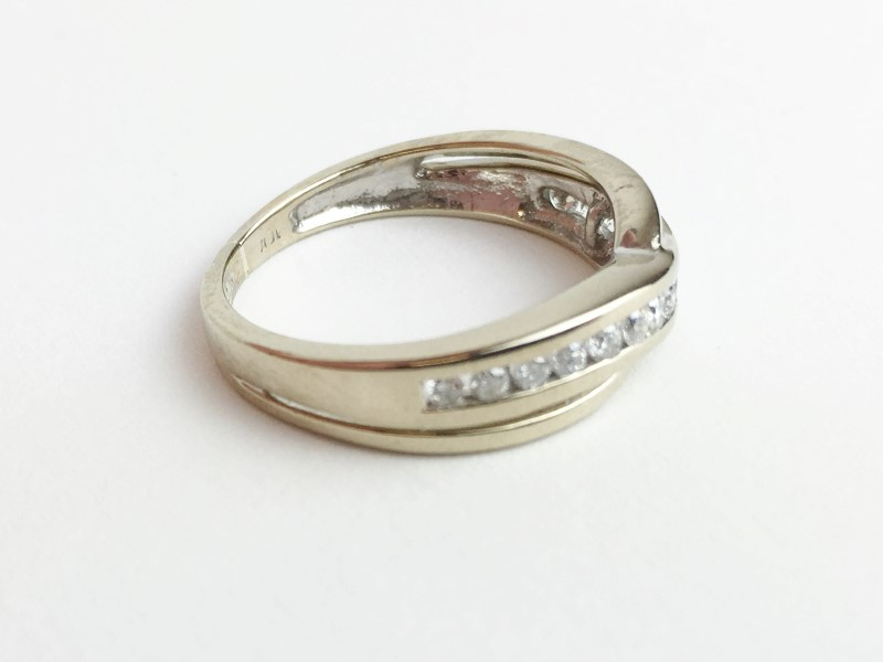 LADIES 10K WG DIAMOND RING APX .30CTW SIZE 5.5