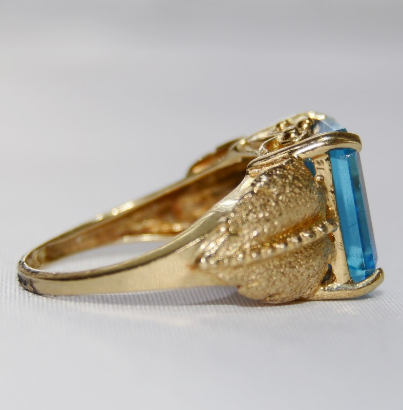 14K Yellow Gold Textured Satin Leaf Emerald Cut Blue Topaz Cocktail Ring sz 6