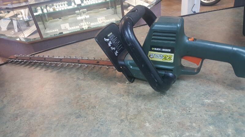 BLACK&DECKER Hedge Trimmer HS1022
