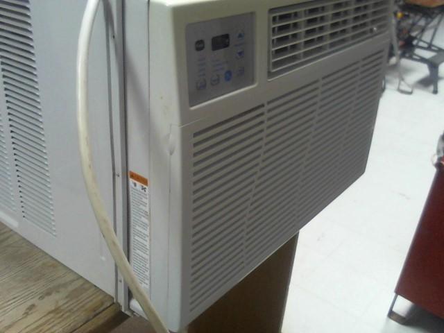 GE Air Conditioner AEL25DP1 with remote