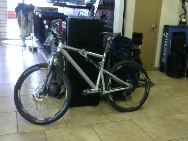 SANTA CRUZ Mountain Bicycle BLUR