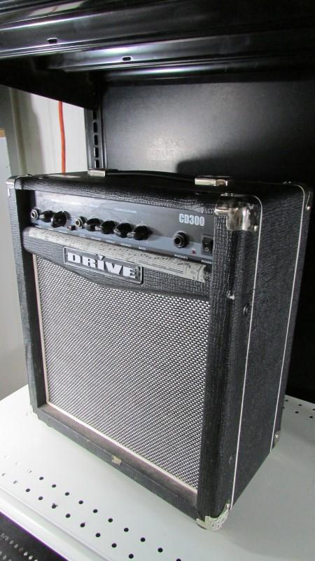 DRIVE ELECTRIC GUITAR AMP CD300R