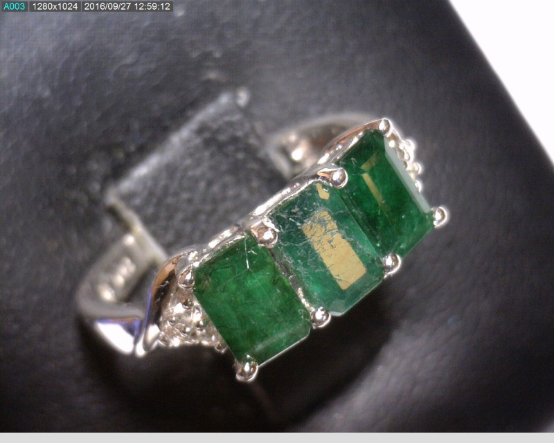 Emerald Lady's Silver & Stone Ring 925 Silver 1.81dwt Size:5