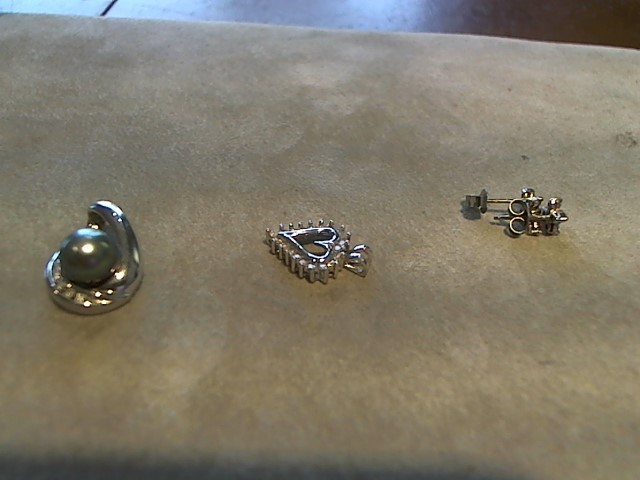 Gold-Multi-Diamond Pendant 6 Diamonds .06 Carat T.W. 10K White Gold 1.4g
