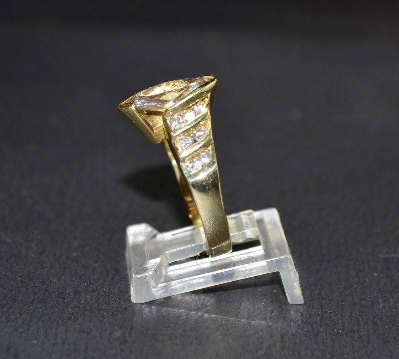 Lady's Diamond Engagement Ring 15 Diamonds 2.06 Carat T.W. 18K Yellow Gold 6.8g