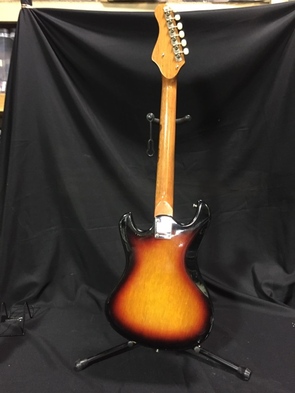 Silvertone 319.14059 6 String Electric Guitar