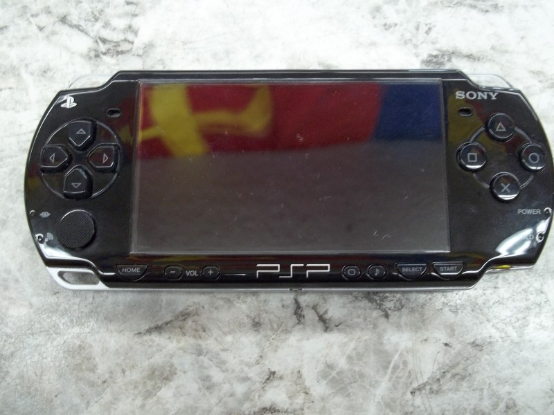 SONY PSP 2001 - HANDHELD WITH PLASTIC HARD CASE AND CHARGER
