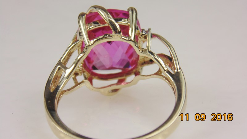 SYNTHETIC PINK SAPPHIRE LADIES RING 10KYG 4.2G SZ7.25