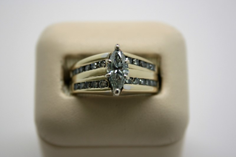 LADY'S FASHION MARQUISE CUT DIAMOND RING 14K YELLOW GOLD