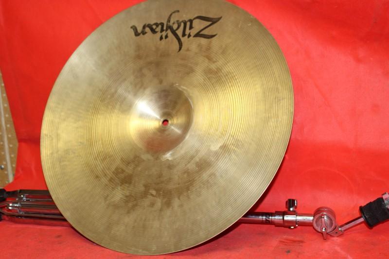 "ZILDJIAN Cymbal 20"" MEDIUM RIDE CYMBAL WITH PDP CYMBAL STAND"