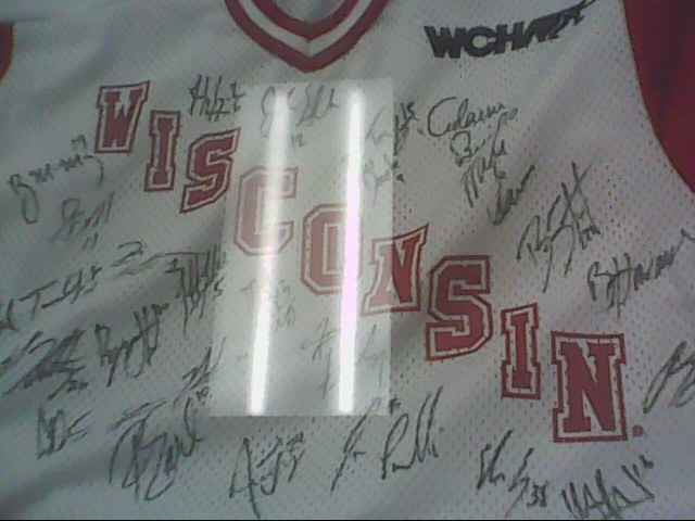 WISCONSIN BADGERS 2005-06 CHAMPIONSHIP HOCKEY TEAM SIGNED JERSEY WITH C.O.A. PML