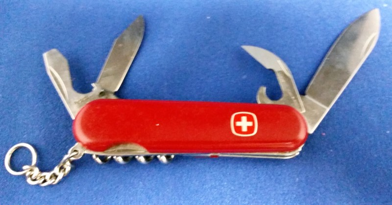 VICTORINOX SWISS ARMY KNIFE - RED