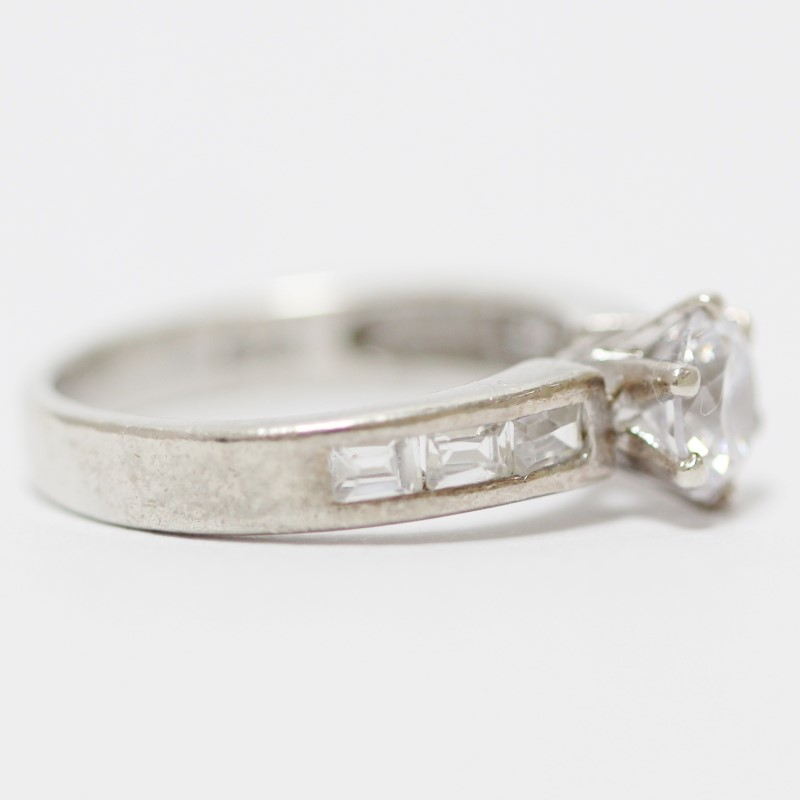 Sterling Silver & Round Cut Cubic Zirconia Ring Size 7