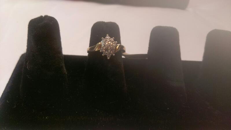 Lady's White Cluster Stone Ring 10K Yellow Gold 4.8g Sz 6.5