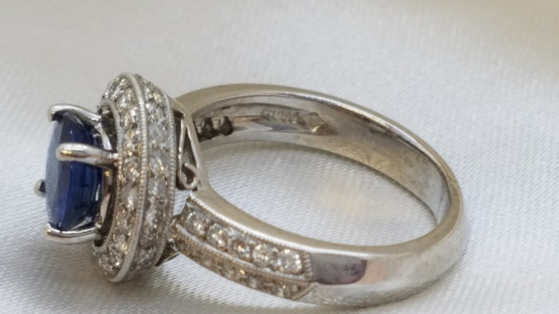 Lady's Platinum-Diamond Halo & Saphire Ring