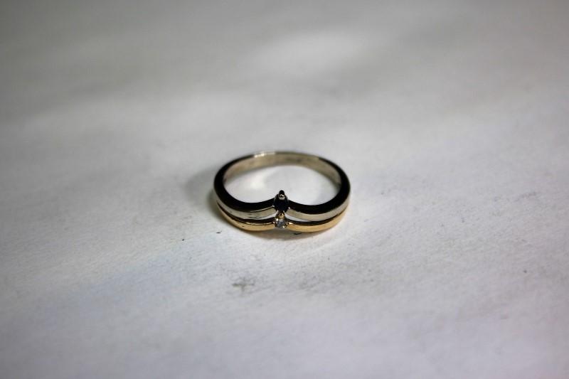 Blue Stone Lady's Stone & Diamond Ring .02 CT. 14K Yellow Gold 2.3g Size:7.8