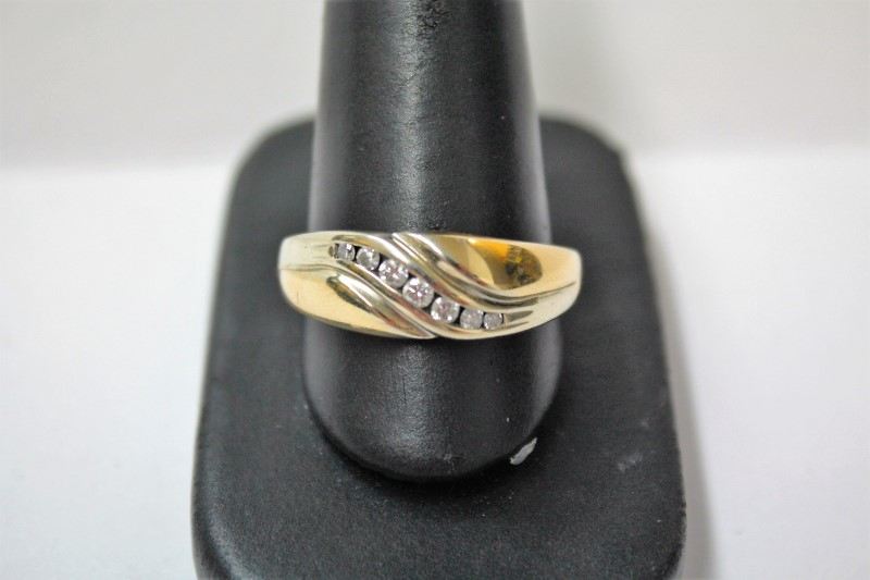 Gent's Gold-Diamond Wedding Band 7 Diamonds .21 Carat T.W. 14K Yellow Gold 7.5g