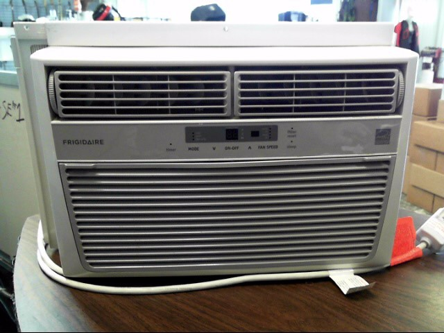 FRIGIDAIRE Air Conditioner LRA074AT7