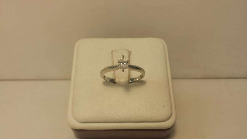 10k White Gold Ring with 1 Diamond at .23ctw - 1.2dwt - Size 7