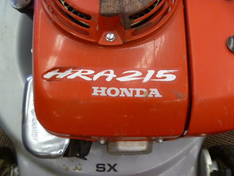HONDA HRA215 SELF PROPELLED GAS LAWN MOWER WITH BAG **1995 MODEL**